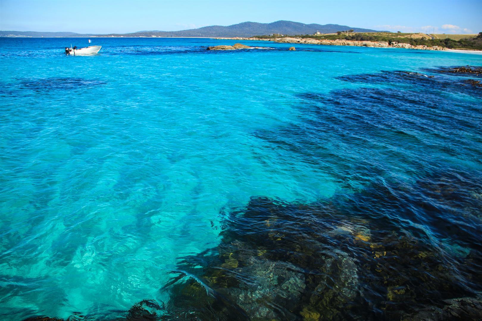 oceano azul turquesa na tasmania austrália