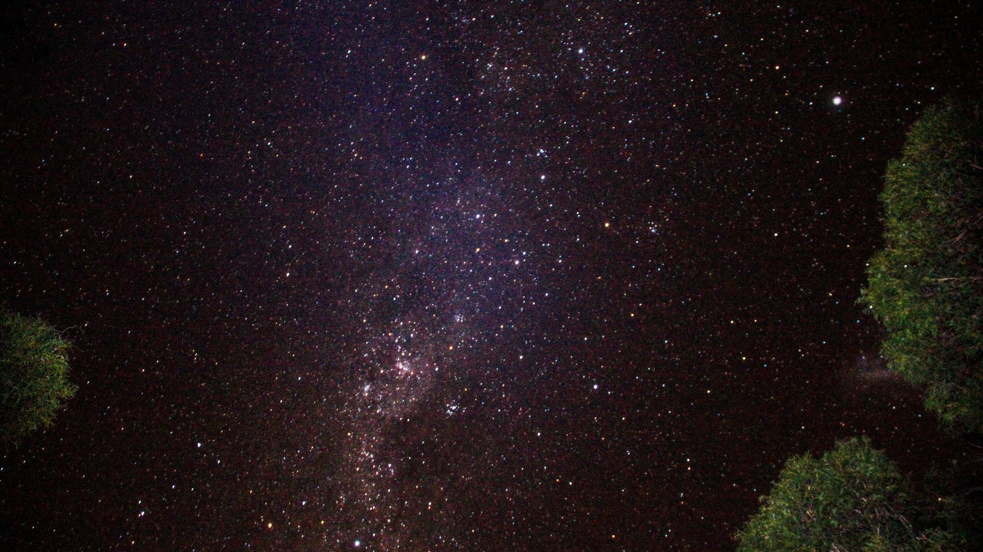 céu estrelado via láctea