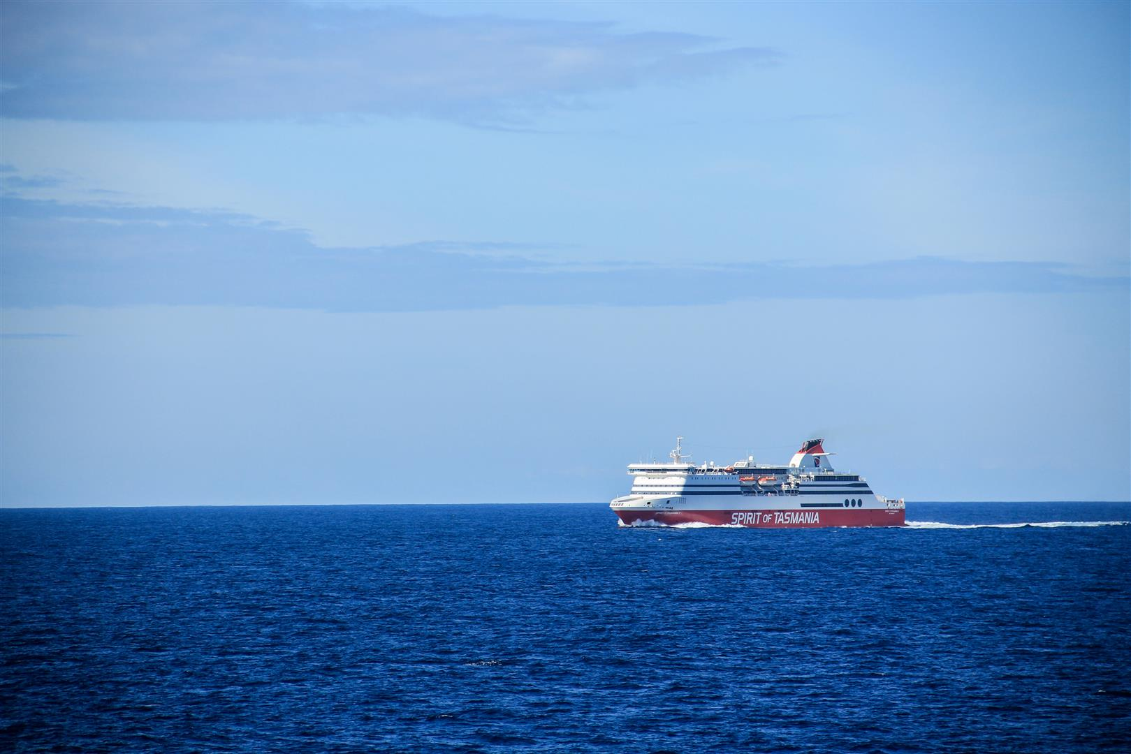 navio em alto mar