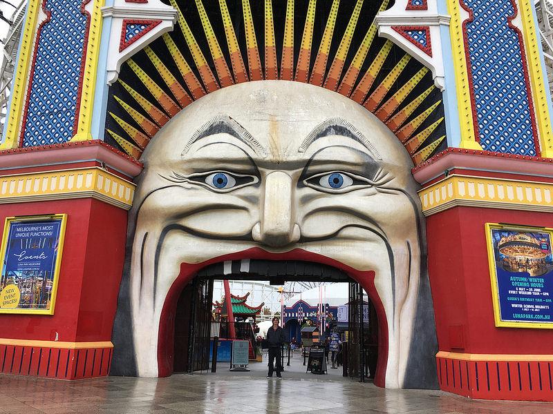 boca de um palhaço gigante parque de diversões