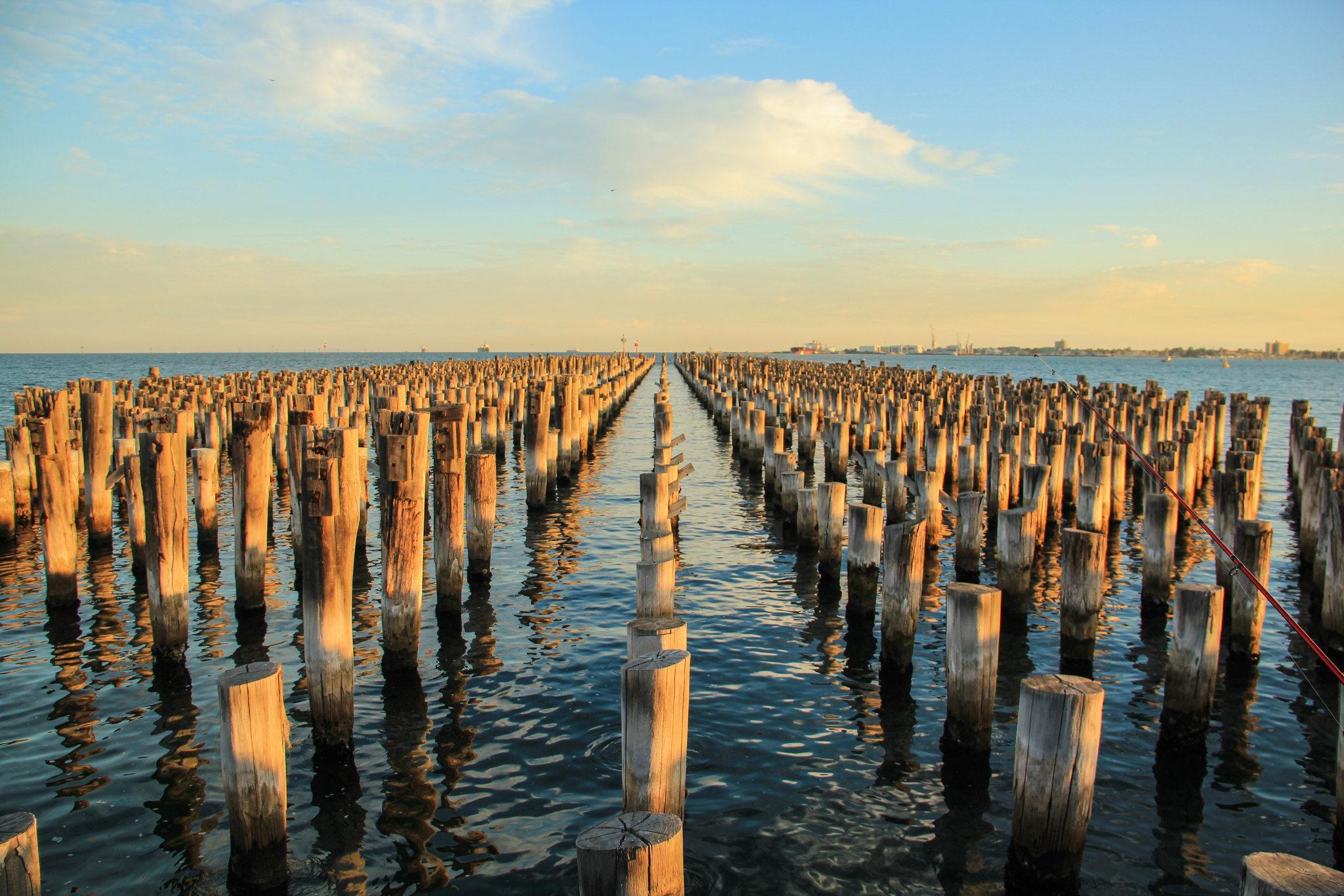 palanques de madeira na água