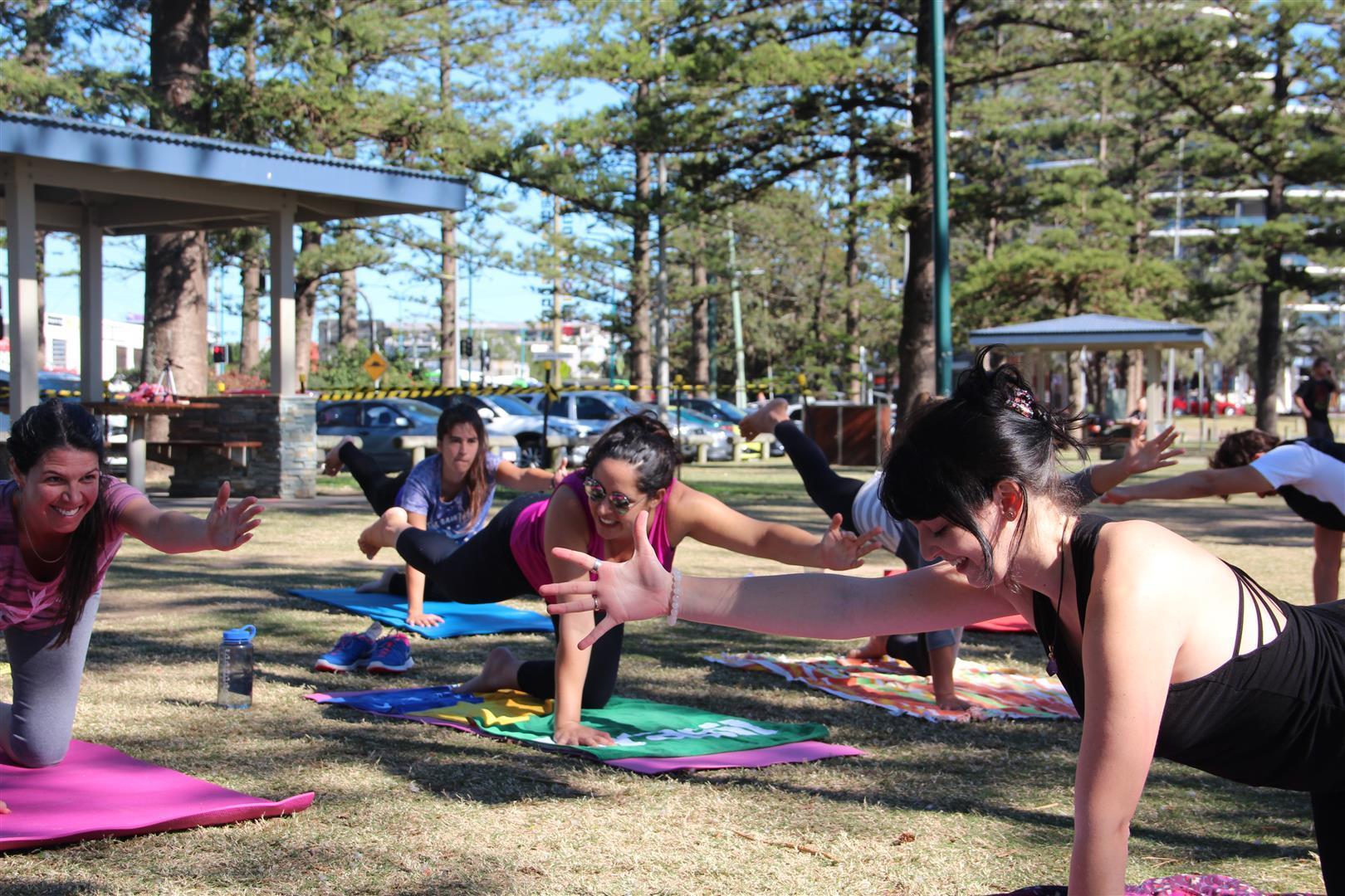 meninas fazendo yoga