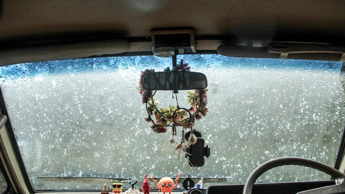 carro coberto de neve